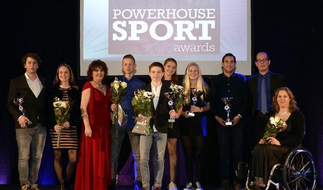Jetty Duister (in het rood) tussen de winnaars van 2016.