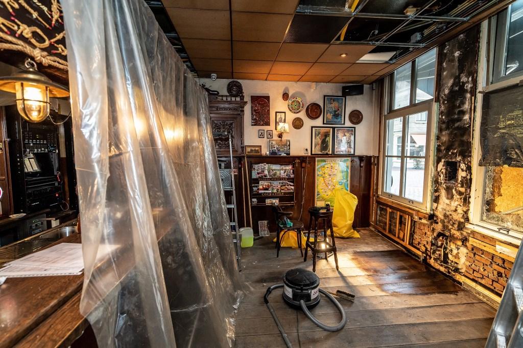 Brand  in Café 't Fust Foto: Nico Van Ganzewinkel © Vianen