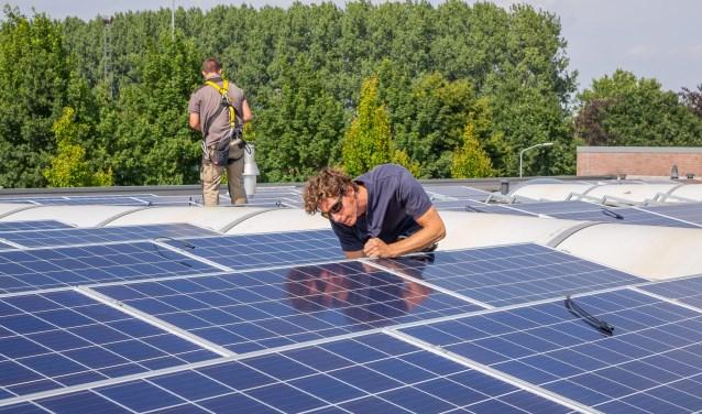 • Op het dak van de gemeentewerf in Gameren liggen 275 zonnepanelen; een initiatief van Coöperatie Bommelerwaar.