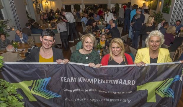 • De teamleden Bianca Hart, Sibylla Bussink, Anneke van Asperen en Adriëtte Pols voor een afgeladen 'Nieuwe Polderkeuken' in Stolwijk.