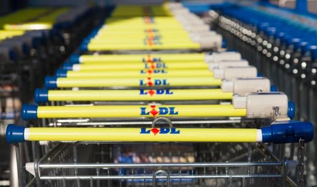 • Winkelwagentjes van supermarkt Lidl.