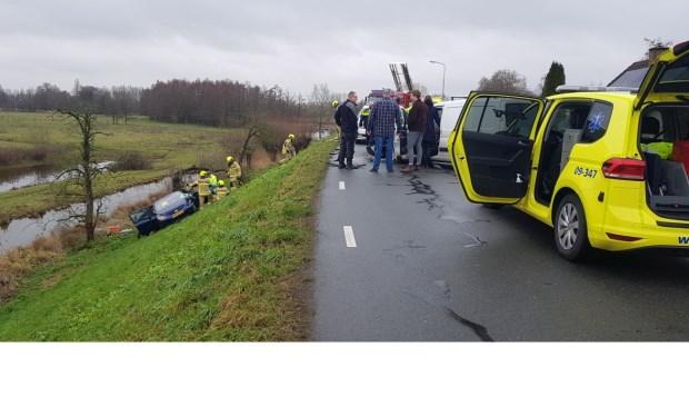 • Een van de voertuigen kwam onderaan de dijk terecht.