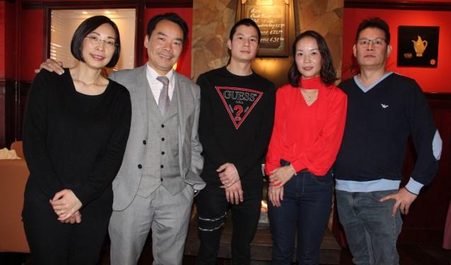 • Alai en Barry Lai (links op de foto) hebben hun restaurant verkocht aan de familie Chen.