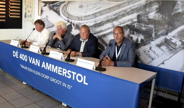 • De organisatie van de '400 van Ammerstol' in betere tijden: tijdens de bekendmaking van de plannen.