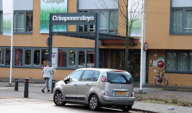 • Entree van zorgcentrum Crimpenersteyn in Krimpen aan den IJssel.