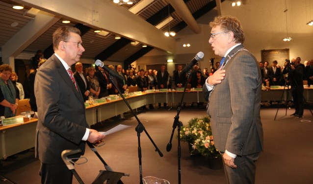 • Waarnemend burgemeester van West Betuwe werd woensdag beëdigd door commissaris van de koning Corneilje.