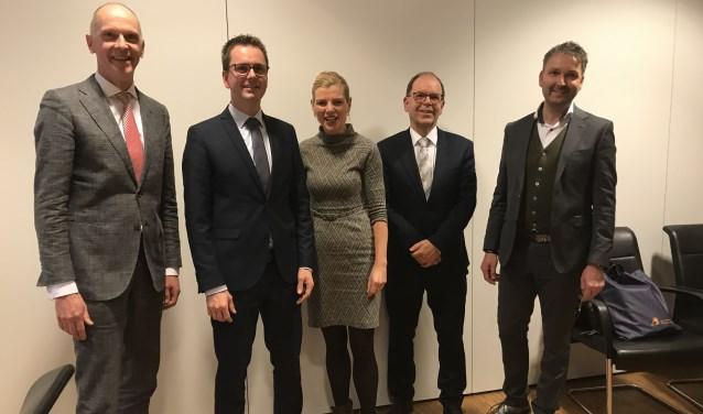 • Burgemeester Marcel Fränzel met wethouders Matthijs van Oosten, Paula Jorritsma, Hans Tanis en Roland van Vugt.