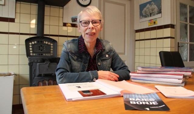 • Truus heeft een stapel plakboeken over 35 jaar Onder Ons.