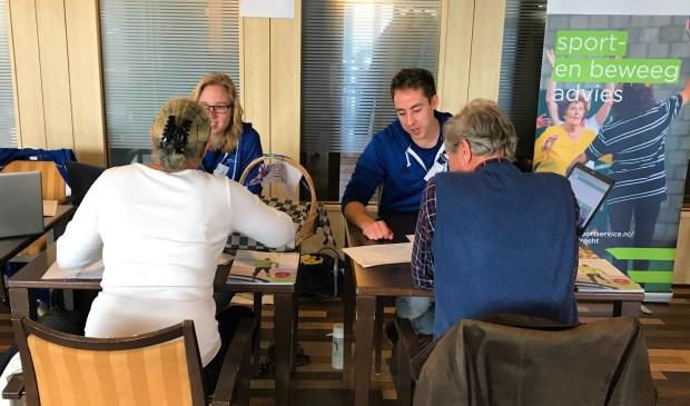 • De aftrap van de gemeenteweken vond afgelopen weekend plaats tijdens de fittest voor 50-plussers in het Hof van Batenstein in Vianen.