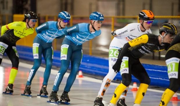 • Jesse Vriend (beennummer 71) en Sjors van der Meer (2) tijdens de wedstrijd.