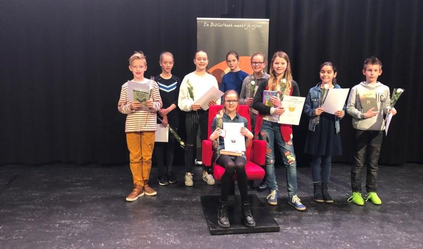 • Winnares Edith Visser uit Ochten samen met de andere deelnemers aan de halve finale in Geldermalsen.