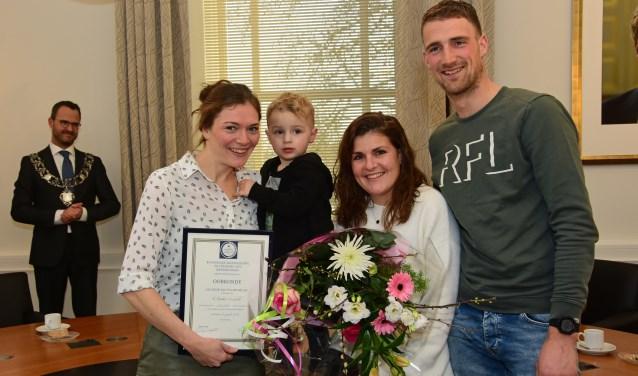 • De familie Van den Dool met links Tineke Dekker.