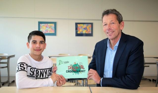 • Voor zijn inzet kreeg Ahmad een gezinskaart voor Diergaarde Blijdorp uitgereikt.