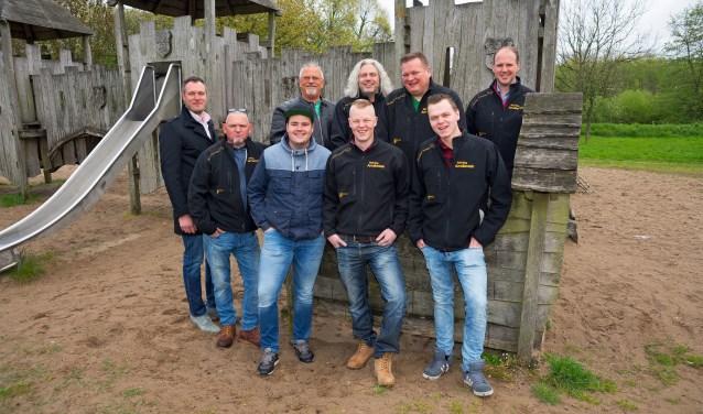 • Een groepsfoto van de vrijwilligers AN stichting Amaliastein in 2017. De stichting bestond toen 25 jaar.