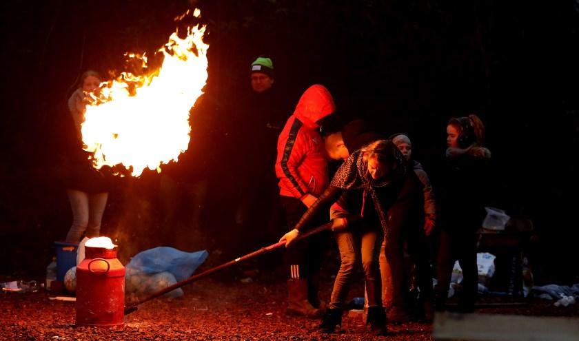 • Archieffoto van carbid schieten, niet in Bleskensgraaf.