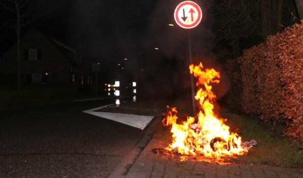 • In de nacht van vrijdag op zaterdag brandden er in Wijk en Aalburg twee containers uit.