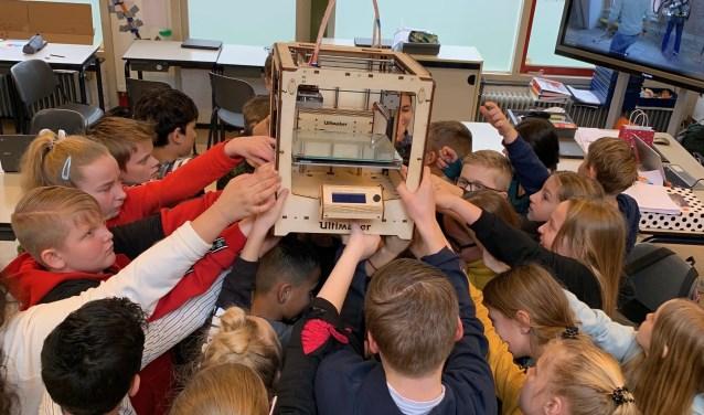 • De leerlingen zijn erg trots op de printer.