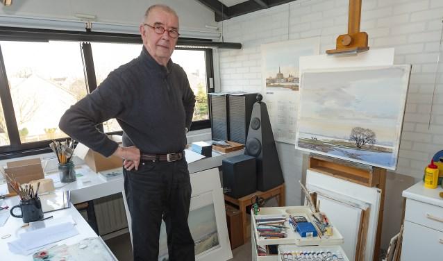 • Gerrit Neven in zijn atelier.