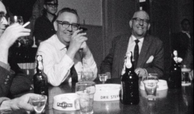 • Kroegtafereel in 1964, uit de film over Giesbeek.