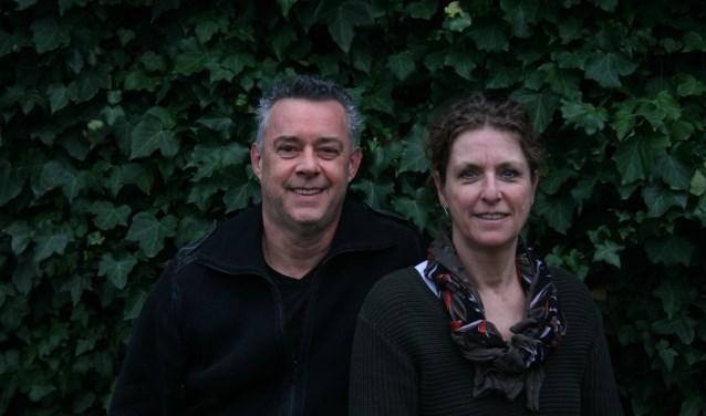 Wim Kraaij en Mylène Kreté sparen voor een auto om aan de kraamkliniek te doneren.