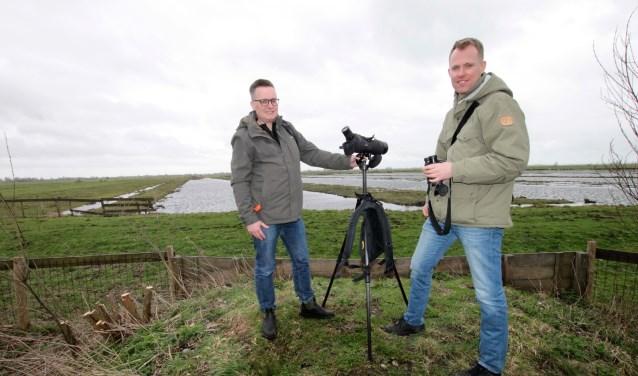 • Joep Vermaat en Bernard de Jong vrezen dat het open polderlandschap wordt aangetast met een extra oeververbinding.