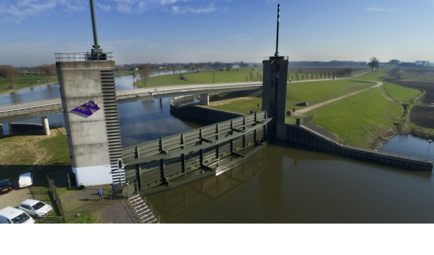 • Het waterschap sluit de Kromme Nol twee keer per jaar om er mee te oefenen.