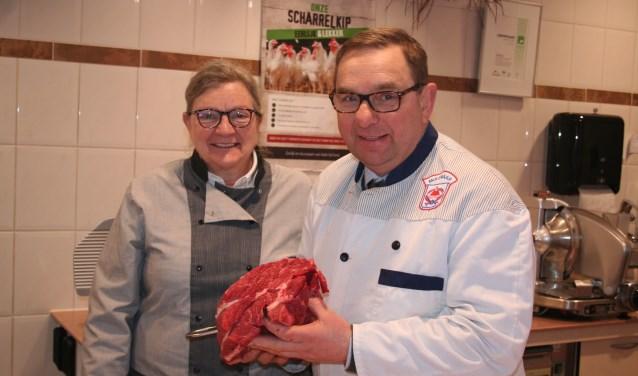 • Nog een paar dagen verkopen Dick en Sieneke Molenaar 'draadjesvlees'.
