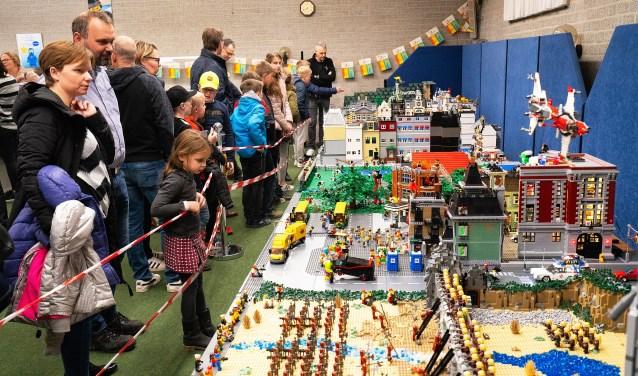 Legofreaks feest in Maranata Leerdam Foto: Nico Van Ganzewinkel © Leerdam