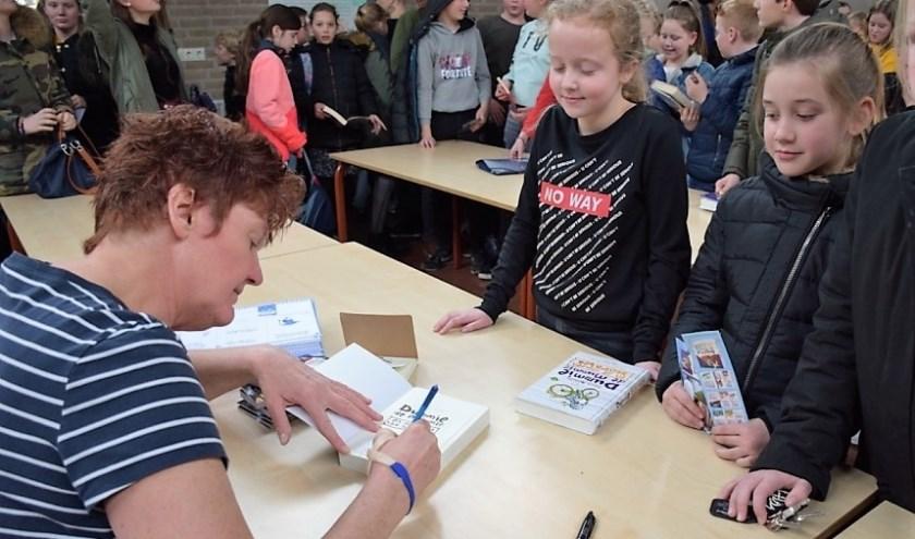 • De kinderen konden hun boeken laten signeren.
