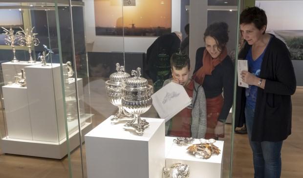 • Het open huis van het Nederlands Zilvermuseum trok vrijdag enkele tientallen bezoekers.