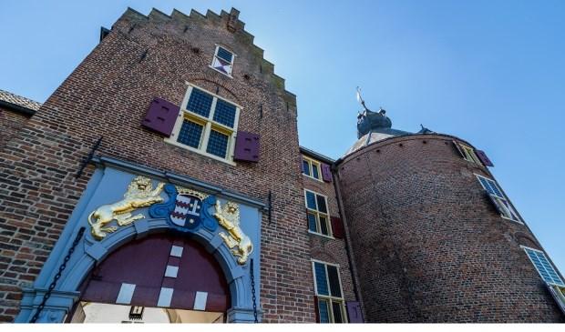 • Het poortgebouw van Kasteel Ammersoyen.