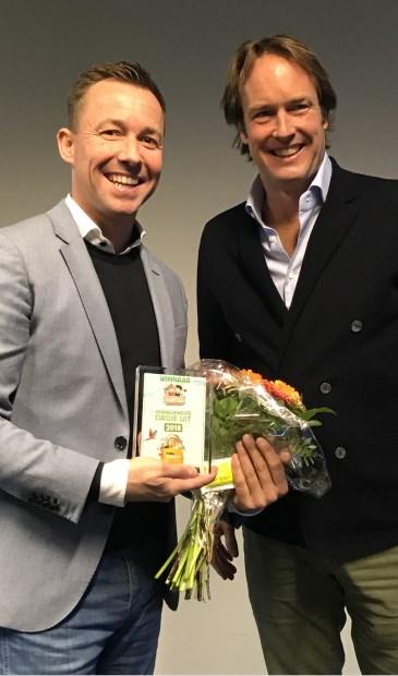 • De uitreiking van de Jumbo-prijs voor Avonturenboerderij Molenwaard, met links Michael van Hoorne.