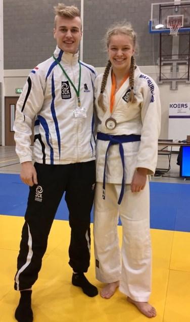 • Tanya met haar coach.