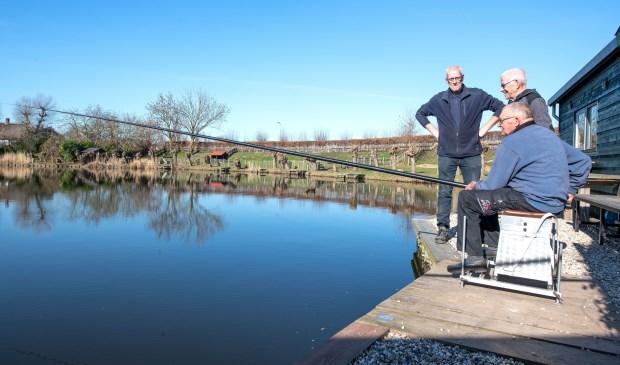 • Door een bijdrage uit de Rabobank Clubkas Campagne 2018 kon H.S.V. De Karper uit Meerkerk hun vissteigers opknappen. Op de nieuwe planken kan er nu weer veilig gevist worden.