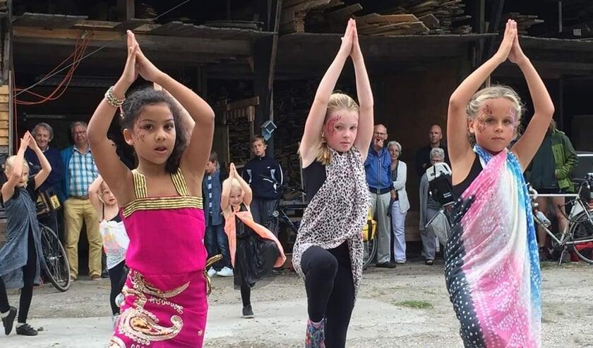 • Kinderen dansen tijdens een eerdere editie van Ontmoet & Proef.