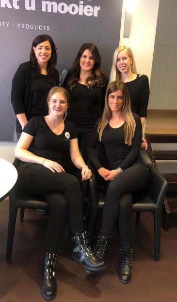 Roos Meijndert, Rebecca Bouman, Mariëtte Schonenberg, Ilana Mulder en Joanita Vos hebben de intensieve kleurtraining gevolgd.