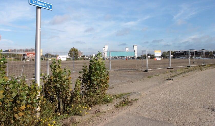 • Het vervuilde EMK-terrein in de Stormpolder.