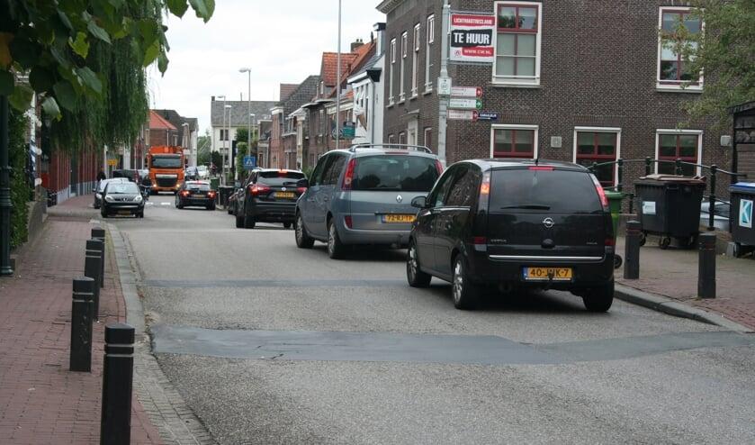 • In Meerkerk loopt het verkeer regelmatig vast.