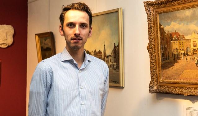 • Conservator Roland Gieles in één van de ruimtes van Museum Stadskasteel.