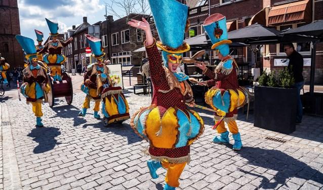 • Feestelijke heropening gerenoveerde Voorstraat Vianen.  © Vianen