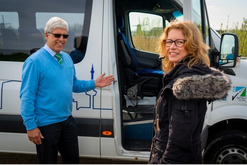 • Joyce stapte als eerste passagier in de pendelbus.