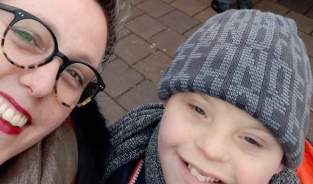 • Karin de Jong met jaar zoon Lars.