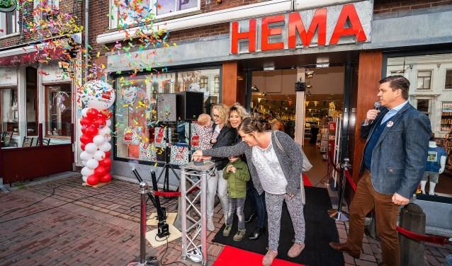 HEMA Vianen Her-opend Foto: Nico Van Ganzewinkel © Vianen
