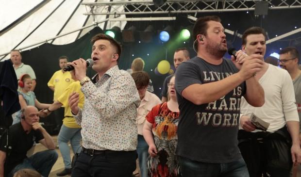 • Shamajo VIP concert 12 mei 2018 met links Danny Smoorenburg en rechts Frans Duijts.