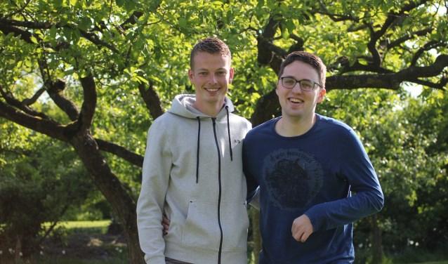 • Robin Havelaar (rechts) met zijn neef Mathijs.