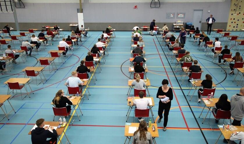 • De eindexamens vinden plaats in de sporthal van het Krimpenerwaard College.