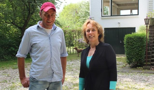 • Leo Jongenotter en Marike van Cappellen bij de voormalige Bolnes-directiewoning.