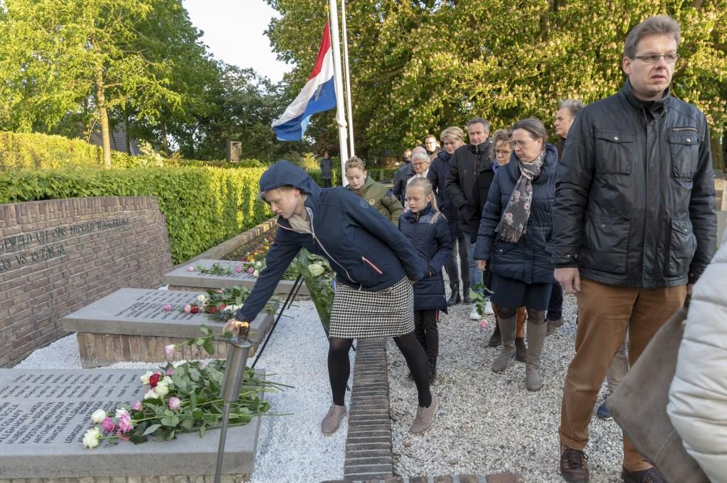 • De dodenherdenking in Wijk en Aalburg trok zaterdagavond veel bezoekers.