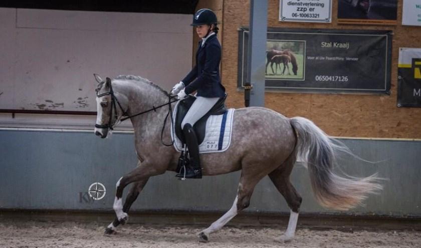 • Rosanne van Kessel reed met haar pony Gaudhy in de klasse M2 Pony's tweemaal naar de overwinning.