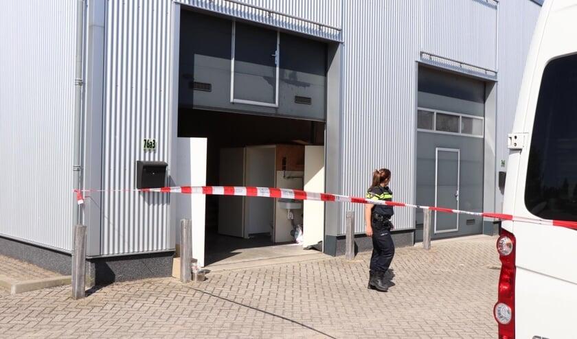 Bij een pand in Nieuwendijk werd woensdag een grote hoeveelheid drugs gevonden.